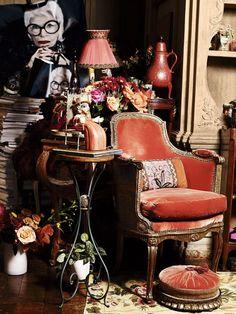 68 Ideas for home icon iris apfel Iris Fashion, English Decor, Interior Decorating, Interior Design, Decorating Ideas, Decor Ideas, Home Icon, Advanced Style, Celebrity Houses