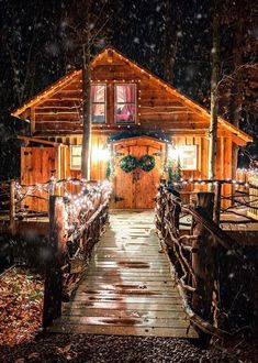 I've made comments on pictures of log cabins, and rustic lookin homes before. This little place, I really love. Look at the  twig used for the natural railing. I could see moving in and feeling at home right away.