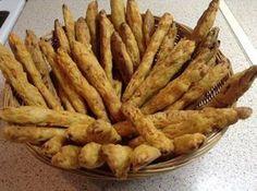 Ελληνικές συνταγές για νόστιμο, υγιεινό και οικονομικό φαγητό. Δοκιμάστε τες όλες Snack Recipes, Cooking Recipes, Snacks, Savoury Biscuits, Greek Cooking, Bread And Pastries, Greek Recipes, Finger Foods, Food Processor Recipes