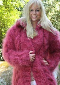 Wool Coat, Fur Coat, Gros Pull Mohair, Natural Women, Women's Sweaters, Mohair Sweater, Sweater Outfits, Etiquette, Submissive
