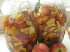 Make your own apple vinegar Vinegar is very good for our health. Vinegar cleans up our system besides it is a very healthy method to use vinegar for losing weight. You can add vi. Pringle Flavors, Handmade Kids Bags, How To Make Vinegar, Glass Noodle Salad, Make Your Own Pizza, Apple Cider Vinegar, Pomegranate, Granada