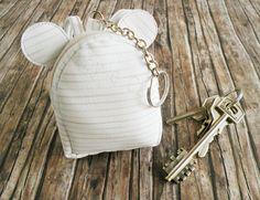 Zainetto portachiavi in similpelle   Hobby e Creatività.  Mini leatherette keychain backpack tutorial. Hobby, Pendant Necklace, Crafty, Tutorial, Jewelry, Mini, Board, Jewlery, Jewels