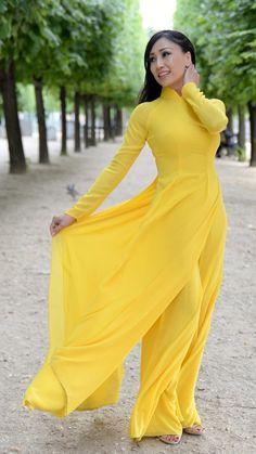 Vietnamese Clothing, Vietnamese Dress, Vietnamese Traditional Dress, Traditional Dresses, Asian Style Dress, Long Dress Fashion, Pakistani Dress Design, Indian Designer Outfits, Beautiful Asian Women