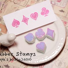 【APU定制】爱丽丝小巧扑克花色手工橡皮章/印章 4枚组 手帐印章 Stamp Carving, Desserts, Stamps, Food, Ideas, Tailgate Desserts, Seals, Deserts, Eten