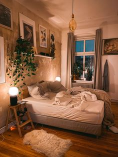 Ordnung halten mit System fridlaa sortiert ihren Hausstand Keeping things organized with the system fridlaa sorts out your household items Room Ideas Bedroom, Home Bedroom, Bedroom Plants Decor, Bedroom Inspo, Plant Decor, Kids Bedroom, Master Bedroom, Aesthetic Room Decor, 80s Aesthetic