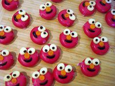 Elmo Babybel cheese, olijf als mondje wortel neus, rozijntjes als pupil, maar wat is dat witte.....?