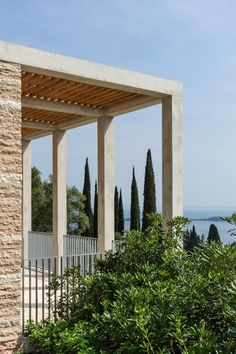 Chipperfield – who also recently completed an English countryside house – was one of several architects invited to design buildings for the Villa Eden resort, which is located on the western shore of the lake in a park filled with olive trees.