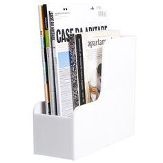 Ristomatti Ratian suunnittelema tukeva lehtikotelo on Palasetin valmistama. Se mahtuu hyvin esimerkiksi kirjahyllyyn ja pitää lehdet sekä muut tärkeät paperit tallessa.