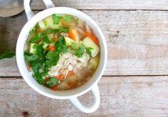 Szybka zupa z kaszą pęczak i warzywami Goat Cheese Salad, Lentil Salad, Lentils, Ethnic Recipes, Food, Essen, Lens, Yemek, Meals
