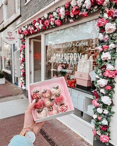 Amstergram: 22 famous photo spots for your Amsterdam Photography - Polaberry, Amsterdam by Lena Saibel Cake Shop Design, Coffee Shop Design, Bakery Design, Store Design, Design Design, Deco Cafe, Vitrine Design, Amsterdam Photography, Pink Cafe