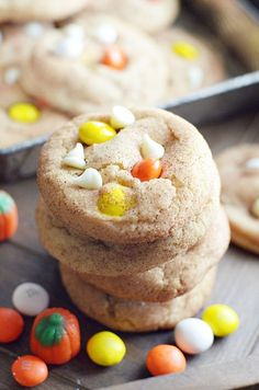 White Chocolate M&M Snickerdoodle Cookies http://www.somethingswanky.com/white-chocolate-mm-snickerdoodle-pudding-cookies/?utm_campaign=coschedule&utm_source=pinterest&utm_medium=Something%20Swanky&utm_content=White%20Chocolate%20MandM%20Snickerdoodle%20Cookies