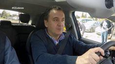 Roberto Brasero se apunta a las clases de la Escuela de Conducción para experimentar la diferencia entre conducir con suelo seco o mojado. Fuente:Centímetros cúbicos