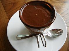 VEROの人気メニュー「ホットチョコレートドリンク」。甘い香りと濃厚な味に寒さも疲れも吹き飛びそう