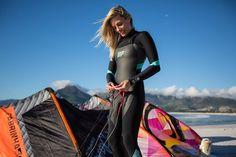 Down Loop Transition – Kite Surf Co Tutorial Kitesurfing, Surfing Uk, Wakeboarding Girl, Diving Wetsuits, Womens Wetsuit, Sup Surf, Surf Girls, Bikinis, Swimwear