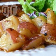 Kartoffeln mit Honig und Senf /  Für dieses Rezept nimmt man rote Kartoffeln, denn sie müssen nicht geschält werden und werden mit der Schale außen besonders kross.@ de.allrecipes.com