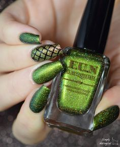 Simply Nailogical: It's a warm glittery Christmas with FUN Lacquer