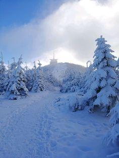 Nejkrásnější místa pro zimní sportovní aktivity   Places to go... The most beautiful winter hiking tours...  #superlifecz #winter #sports #zen #snow #apps #czechrepublic    Lysá hora