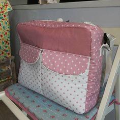Proyecto terminado de una de las alumnas de costura, bolsa para carrito de bebé, la combinación de tejidos y el diseño a quedado espectacular!!! #misabelcosturacreativa #bolsacarrito #clasescosturamadrid #hazloespecial #handmadewithlove❤ #cosasbonitas #telasbonitas #bebés