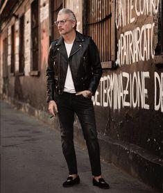 全国1000万人のFORZA読者の皆様に、世界レベルの最新ファッション情報をお届けします。ファッショニスタが注目するSNS、「インスタグラム」から嫉妬するほどイケてる男性と、嫉妬するほどエロサバな女… Men's Leather Jacket, Leather Jeans, 50 Year Old Man Fashion, Leather Fashion, Mens Fashion, Riders Jacket, Madrid, Street Style Women, Men Street