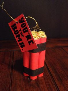 Creativity and DIY: Gifts & Gift Ideas - You're the bomb! Gift, Rolo chocolate and red paper, that's it! Gifts For Your Boss, Diy Gifts For Men, Gifts For Coworkers, Boss Gifts, Lottery Ticket Christmas Gift, Diy Christmas Gifts For Dad, Boss Birthday, Friend Birthday, Youre The Bomb