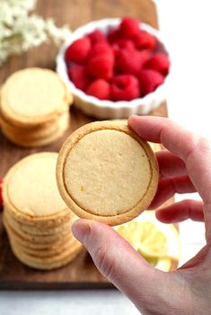 These Paleo Vegan Shortbread Lemonades are a copycat version of the popular Girl Scout cookie. Made with just 6 ingredients and so delicious! Gluten free, dairy free, egg free, and naturally sweetened. Paleo Cookie Recipe, Paleo Cookies, Paleo Treats, Vegan Shortbread, Lemon Shortbread Cookies, Paleo Vegan, Paleo Diet, Scd Diet, Paleo Food