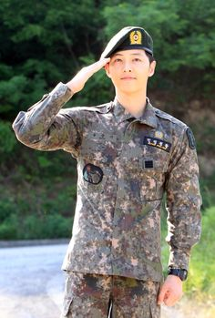 song joong ki officially discharged from the military Daejeon, Korean Actresses, Korean Actors, Korean Idols, Song Joong Ki Dots, Song Joong Ki Birthday, Soon Joong Ki, Decendants Of The Sun, Sun Song