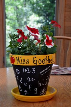 Personalized teacher gift flower pot - purple gifts for ever Teachers Day Gifts, Thank You Teacher Gifts, Personalized Teacher Gifts, Teacher Appreciation Gifts, Flower Pot Crafts, Clay Pot Crafts, Flower Pots, Homemade Gifts, Diy Gifts