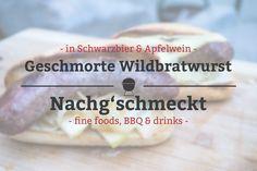 """Ich hatte mal so richtig Lust auf eine Bratwurst. Leider ist es in Karlsruhe schwierig eine echte Thüringer zu bekommen. Aber bei meinem Lieblingsmetzger gab es gerade Wildbratwürste und so hab ich kurzerhand ein Paar davon mitgenommen. Und daraus mache ich zweierlei geschmorte Wildbratwurst. Einmal in Schwarzbier geschmorte """"Beer brats"""" mit Sauerkraut und die zweite Variante werden in Apfelwein und Zwiebeln geschmort. Das wird verdammt lecker!"""