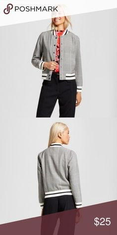 Who What Wear Women's Varsity Bomber Jacket Sz M Ready to mix up your bomber game? The Varsity Bomber - Who What Wear throws the trend a curve, thanks to the classic striped collar, cuffs and hem; the mis-matched vibe against the bomber body is a stylishly rebellious touch. Throw it on over a floral dress for an extra-bold look, or try it with your skinniest jeans and mod sneakers. Features The trendy bomber, updated with athletic stripes and pop-of-power print Mid-weight weave lets the…