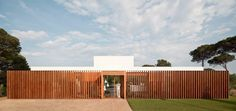 SIFERA House / Josep Camps & Olga Felip : The privacy / sun screen is interspersed with garden - really attractive and clever.