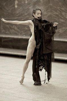 Kaori Ito Dancer Butoh, Kaori Ito / Les Ballets C de la B Pièce : Asobi (Jeux d'adultes) Photo by Toni Ferre on ArtStack #kaori-ito-dancer-butoh #art