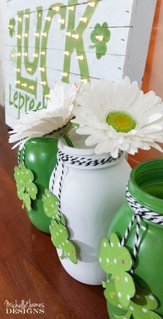 Patrick's Day Mason Jars are a wonderful DIY which you can use as St. Patrick's Day DIY home decoration item or DIY Gift and so much more. St Patrick's Day Crafts, Holiday Crafts, Crafts For Kids, Diy Crafts, Spring Crafts, Easter Crafts, Wood Crafts, Wine Bottle Crafts, Mason Jar Crafts