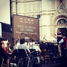 @chiarette #sottolestelledelcinema cinema in piazza maggiore, evento gratuito fino al 15 agosto. Stasera con annessa orchestra! #mybologna