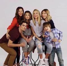 Alexa and Katie Family #AlexaandKatie #love #family #bestfriends #friendship #netflix #watching #23march