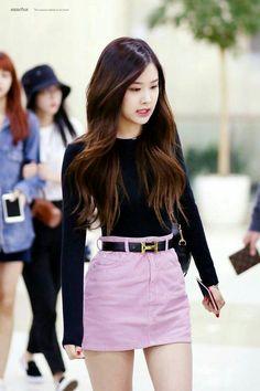 Over 86 hot photos from ROSE Blackpink – Jennie Blackpink Outfits, Korean Outfits, Fashion Outfits, Blackpink Fashion, Asian Fashion, Fashion Trends, Moda Kpop, Style Rose, Kpop Mode