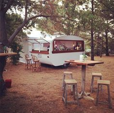 caravan bar 89086898859516593 - This would be amazing for parties! Tom Collins Caravan Bar – Wedding inspo for a festival or garden wedding. Source by rangerrach Caravan Bar, Retro Caravan, Caravan Ideas, Vintage Caravans, Vintage Travel Trailers, Bar Pop Up, Foodtrucks Ideas, Caravan Conversion, Kombi Motorhome