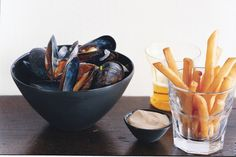 Mussels and Fries with Mustard Mayonnaise / Photo by Romulo Yanes