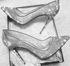 HEELS Beste Hochzeitsschuhe Silber tolle Ideen Wholesale gold jewelry trading guide for entrepre Fancy Shoes, Cute Shoes, Me Too Shoes, Awesome Shoes, Crazy Shoes, Prom Heels, Pumps Heels, Silver Wedding Shoes, Best Wedding Shoes