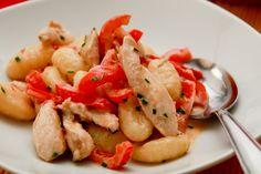 Gnocchi mit Hühnchen und rosa Beeren