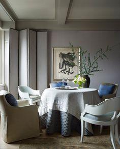 Новый интерьер от Джона Саладино. Фрагмент столовой. Кресло в кожаной обивке, стулья и ширма, все — Saladino Furniture.