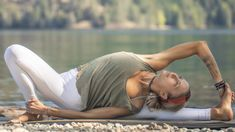 A 30 minute morning yoga class to release tension, stiffness, anxiety, and stress by moving and stretching the full body through a feel good flow. This Boho . Yoga Flow, Yoga Meditation, Yoga Qoutes, 30 Minute Cardio, Free Yoga Videos, Morning Yoga, Boho Beautiful, Arrancar, Life Video