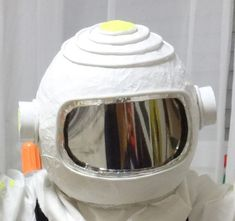 Hier http://forum.folia.de/basteln-mit-kindern/915-kleiner-astronaut-raumanzug-f%C3%BCr-kinder-selber-basteln lesen Sie, wie Sie mit unserem Material einen Raumanzug für jede Party herstellen können.