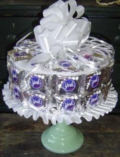 "York Peppermint Patty Candy Cake: Love York Peppermint Pattys, and Aprils Idea for this cake was ""Sweet"" Peppermint Patty Candy, Peppermint Patties, Candy Bar Bouquet, Cookie Bouquet, Candy Arrangements, Candy Centerpieces, Candy Gift Baskets, Candy Gifts, York Candy"