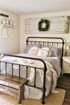 So, do you want to try the rustic bedroom idea and don't have any idea about it? Well, worry not. We have 20 rustic bedroom ideas for you. Check it out. 12 Awesome Farm Bedroom decor designs for your lifestyle Shabby Chic Kitchen Decor, Farmhouse Bedroom Decor, Cozy Bedroom, Home Decor Bedroom, Diy Home Decor, Bedroom Ideas, Bedroom Designs, Modern Bedroom, Bedroom Wall