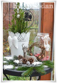Natürlich habe ich nicht nur im Haus weihnachtlich dekoriert, sondern auch draußen. Um meine alten Schlittschuhe muss ich mir nun auch kei...