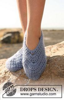 """Crochet DROPS slippers in """"Eskimo"""" ~ DROPS Design"""