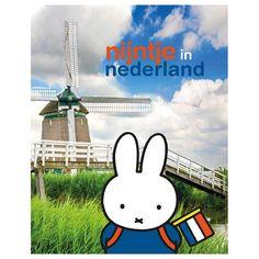 Een unieke uitgave van Mercis Publishing. Nijntje reist door Nederland en laat zien wat ons land allemaal te bieden heeft. De prachtige foto's van Hollandse Hoogte geven in combinatie met nijntje een fris en aantrekkelijk beeld van de diversiteit van Nederland. ...