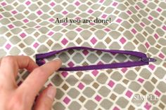 DIY:Put In A Zipper Pocket Tutorial...this looks so easy, even I might be able to do it  :)