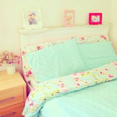 Girly bed spread love love love the blue and floral #floral #pretty #girlydecor