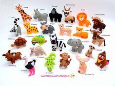 WWW.LADYBUGONCHAMOMILE.COM - plus de photos ici !  Cest la première partie des animaux de safari africain drôle miniature, aimants pour